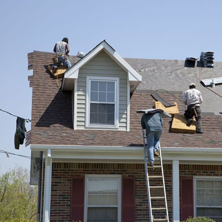 Roofing contractor re-roofs a house